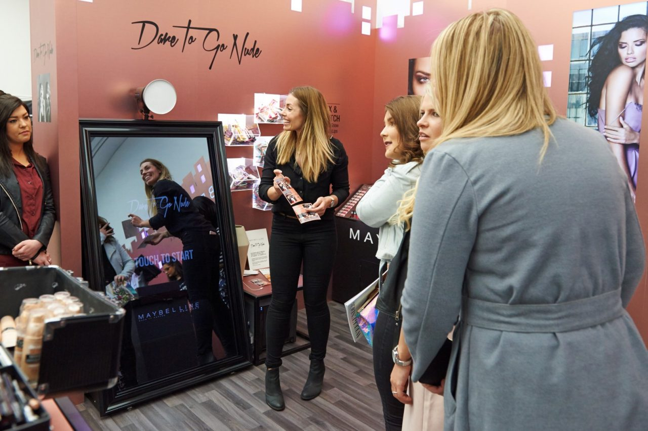 Mirror Booth Incoporated Into Shopping Experience At Maybelline Store